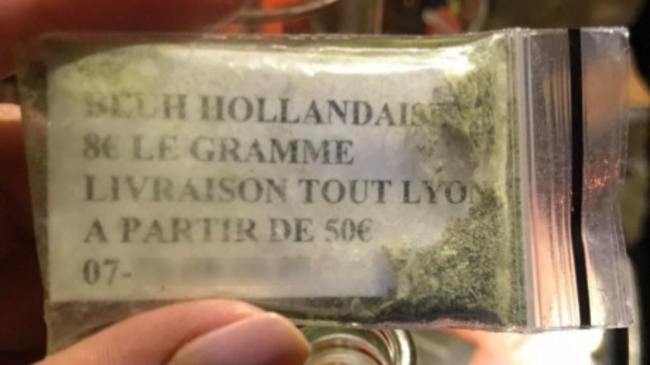 Lyon : Pour vendre, ces dealers laissent des échantillons dans un bar !