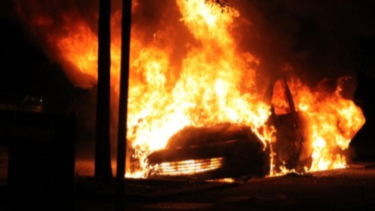 Oullins : Elle fait exprès de brûler une voiture accidentée car les réparations sont trop chères !