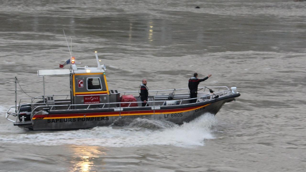 Lyon : secouru par les pompiers alors qu'il nageait dans le Rhône