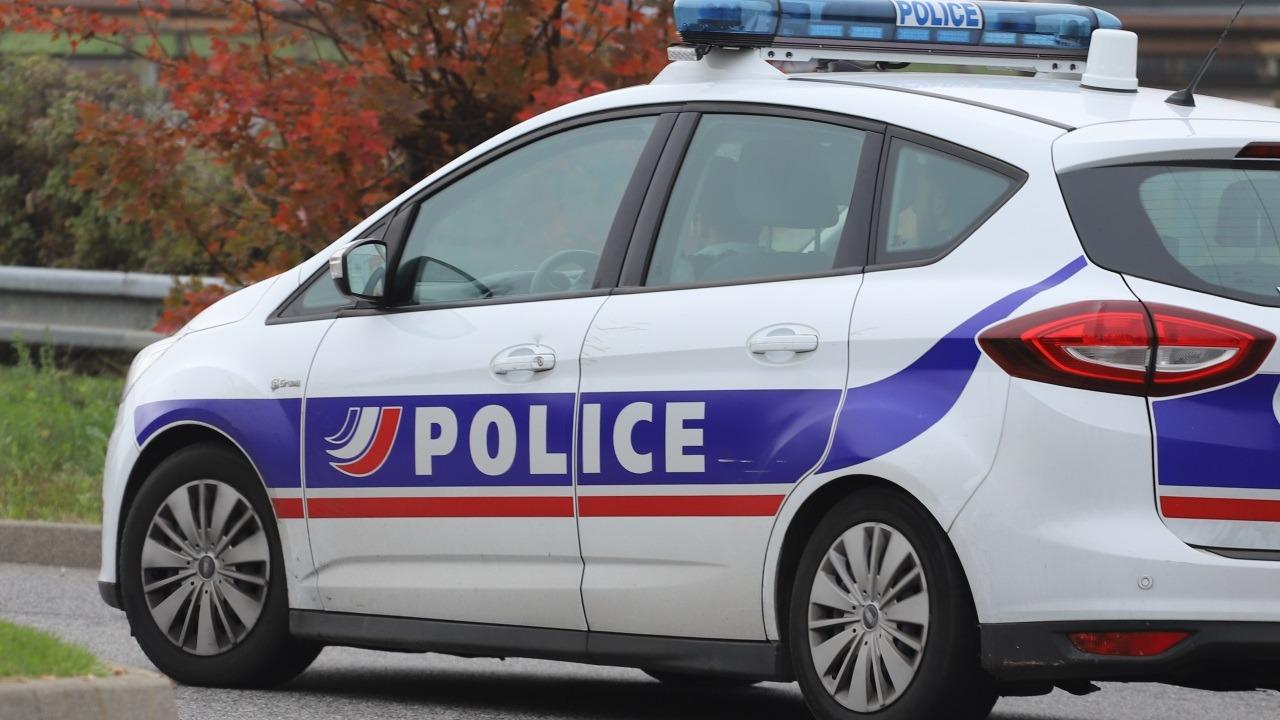 Lyon : il vole le téléphone de sa voisine et la pourchasse avec une fourchette