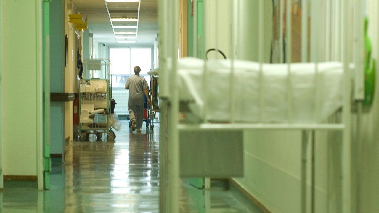 Il entre dans l'hôpital et vole les clés de voiture d'un patient