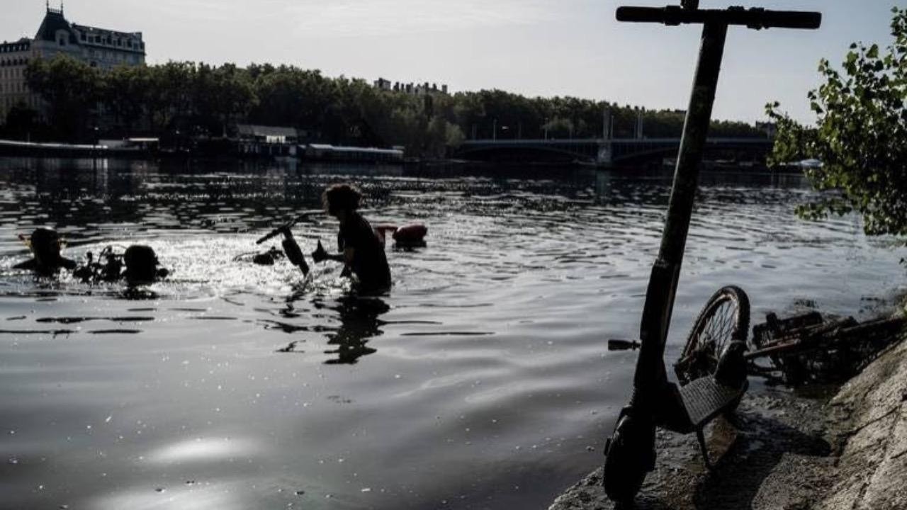 109 trottinettes repêchées dans le Rhône et la Saône