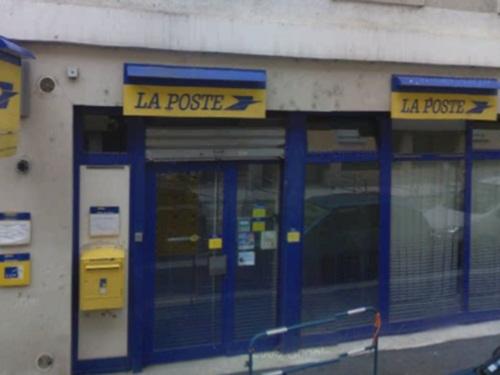 un bureau de poste