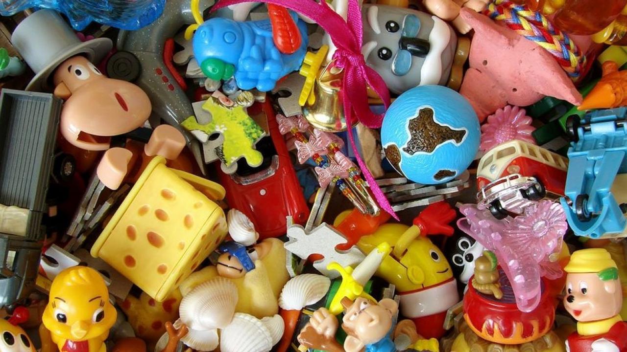 triez vos jouets pour les donner lors d une collecte solidaire lyon. Black Bedroom Furniture Sets. Home Design Ideas