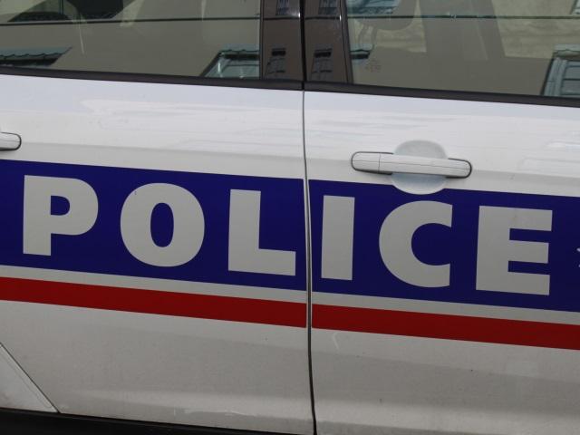 Lyon: une jeune femme reçoit des coups de crosse