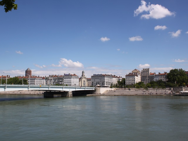 Lyon : poussé volontairement dans le Rhône, il frôle la mort