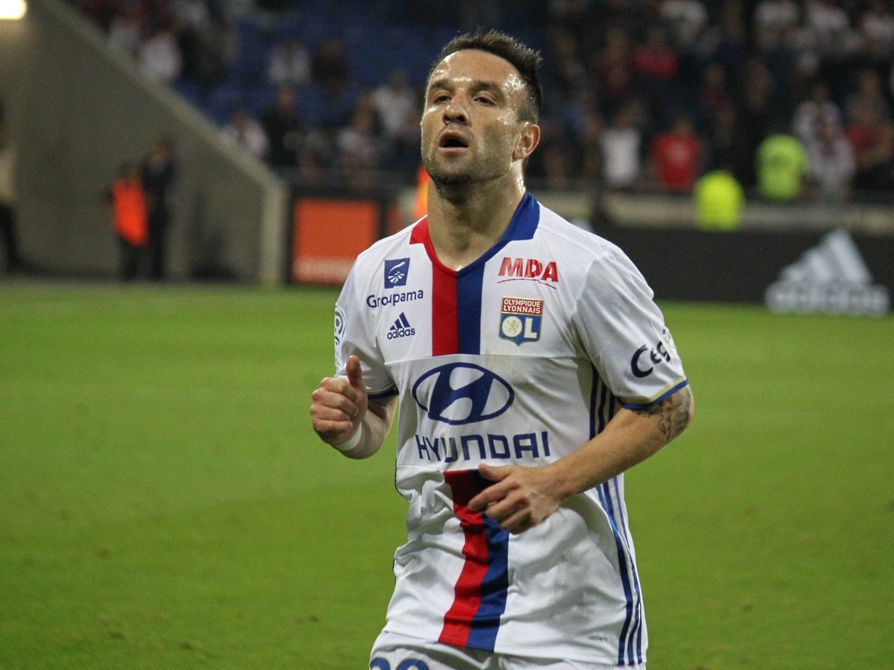 Ligue 1 - Lyon : Mathieu Valbuena, vers un départ ?