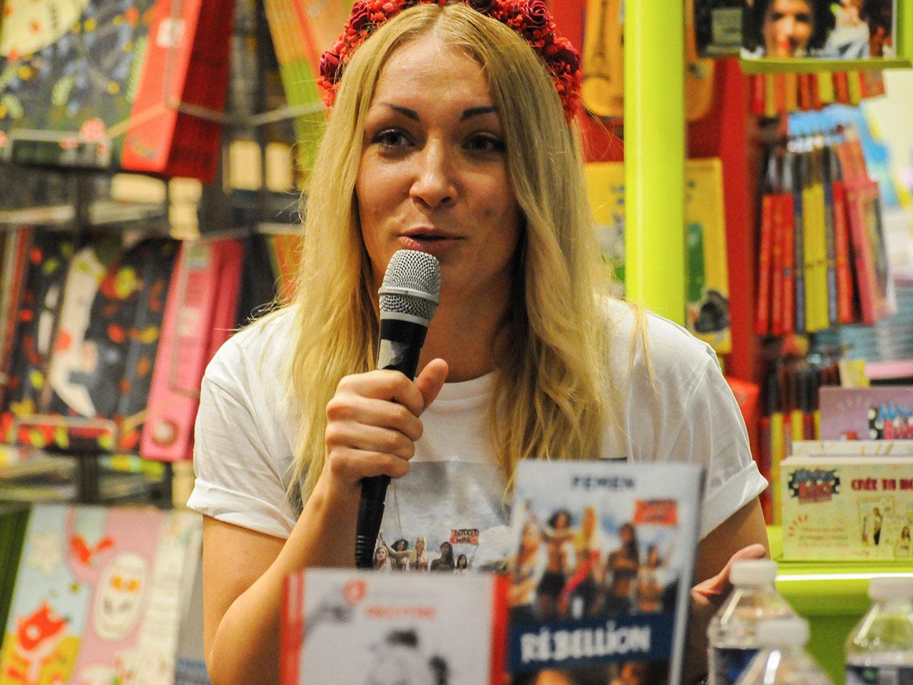 Lyon : les Femen ont dédicacé leur livre