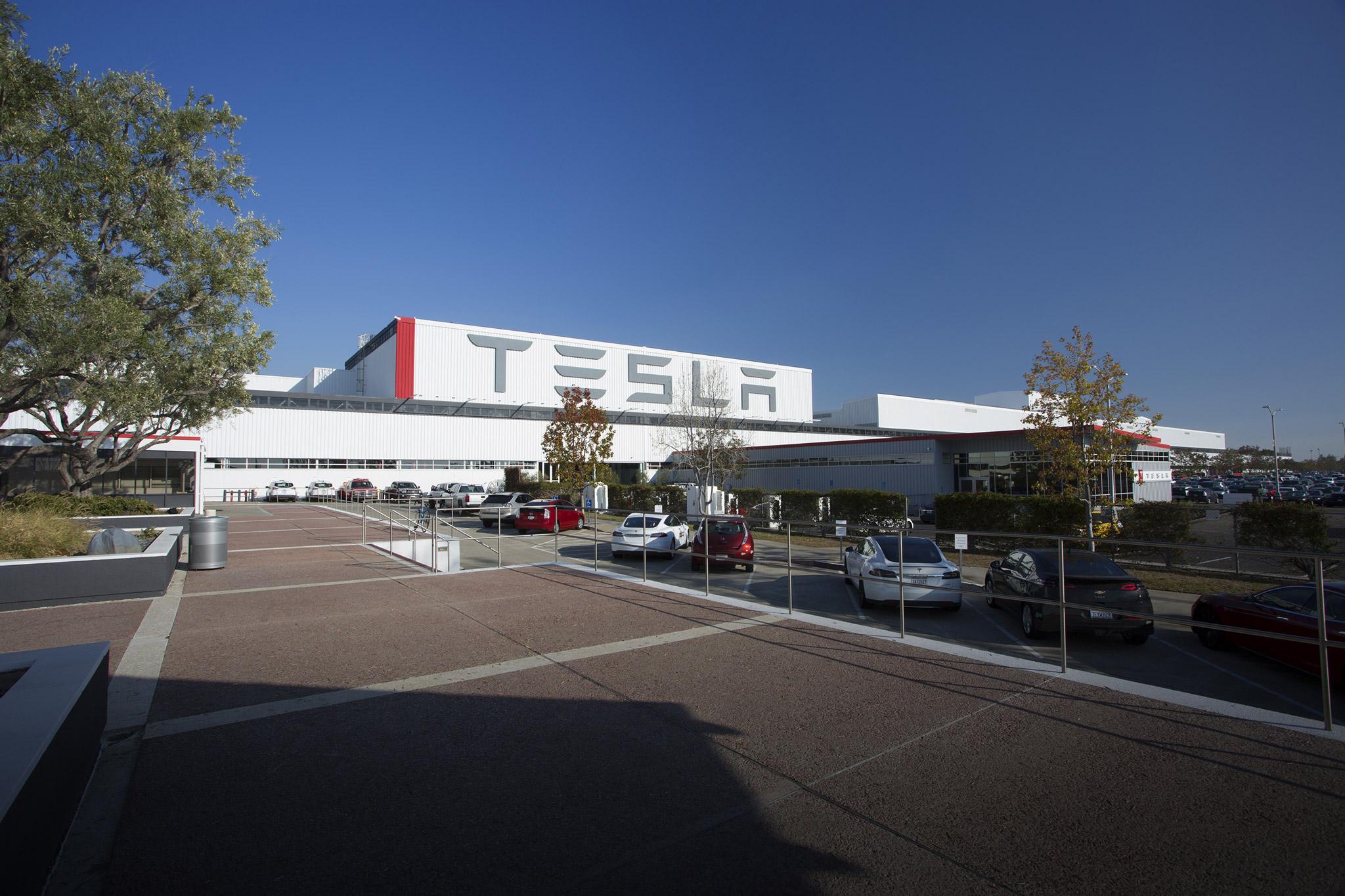 Tesla : rappel de 53.000 voitures après un problème de freins