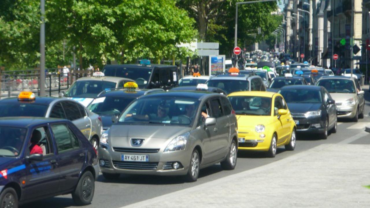 mobilisation des taxis du rh ne contre uber. Black Bedroom Furniture Sets. Home Design Ideas