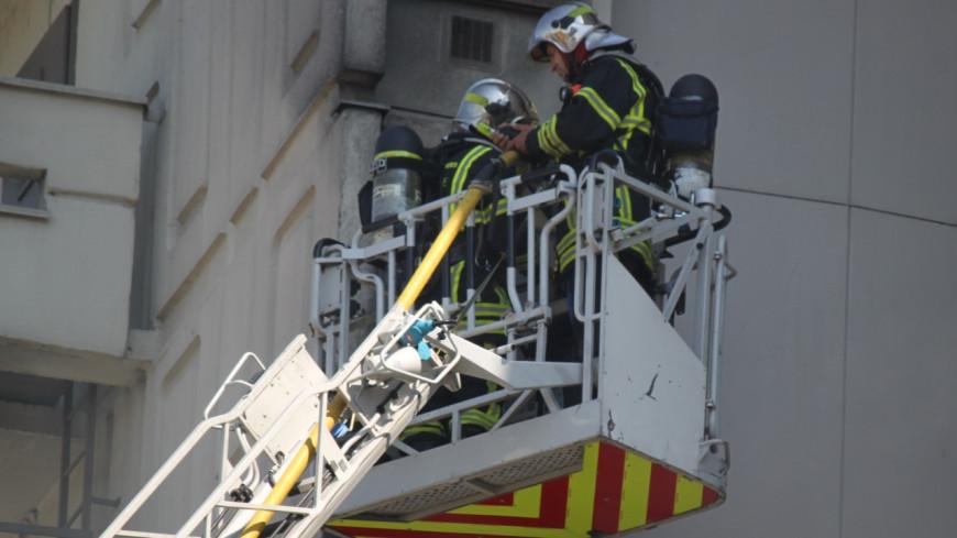 Bron : un immeuble de 15 étages en flammes