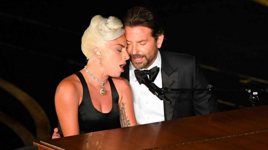 A Star is Born : Lady Gaga et Bradley Cooper en couple ?