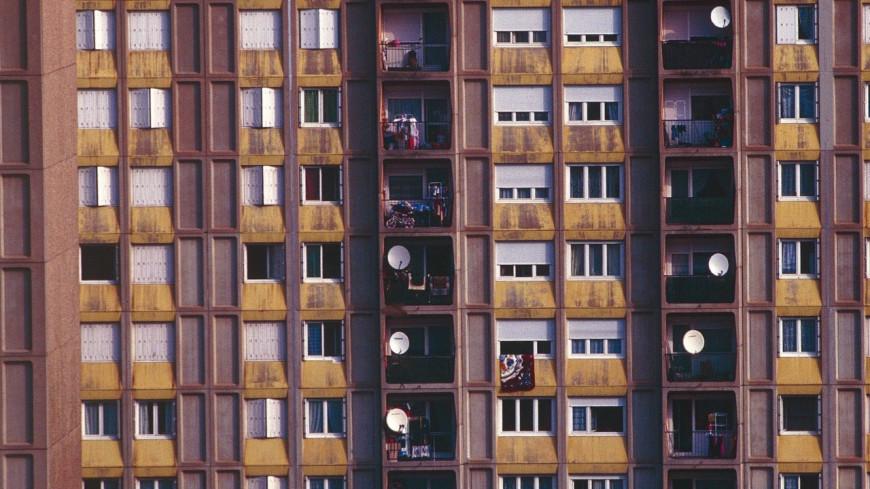 Lyon : Une vidéo montre un homme se jetant du 12ème étage en parapente.