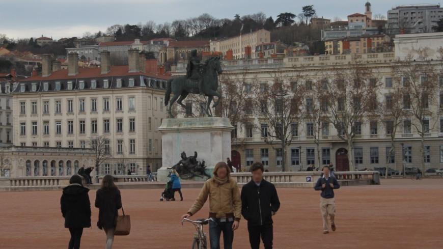 Lyon : Un couple homosexuel agressé sur la place Bellecour.