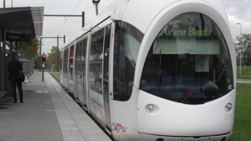 Confinement : le réseau TCL maintenu à 55% à Lyon, le T5 bientôt suspendu