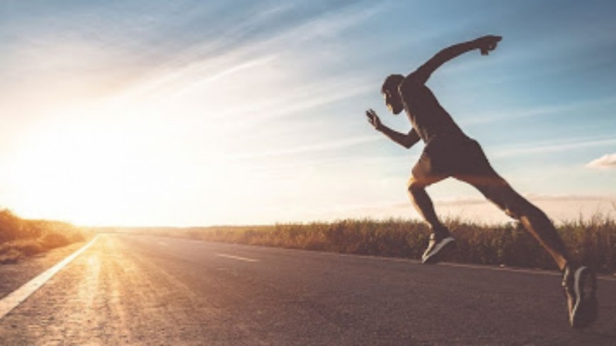 Confiné, il réalise un marathon de 42 km ... sur son balcon !