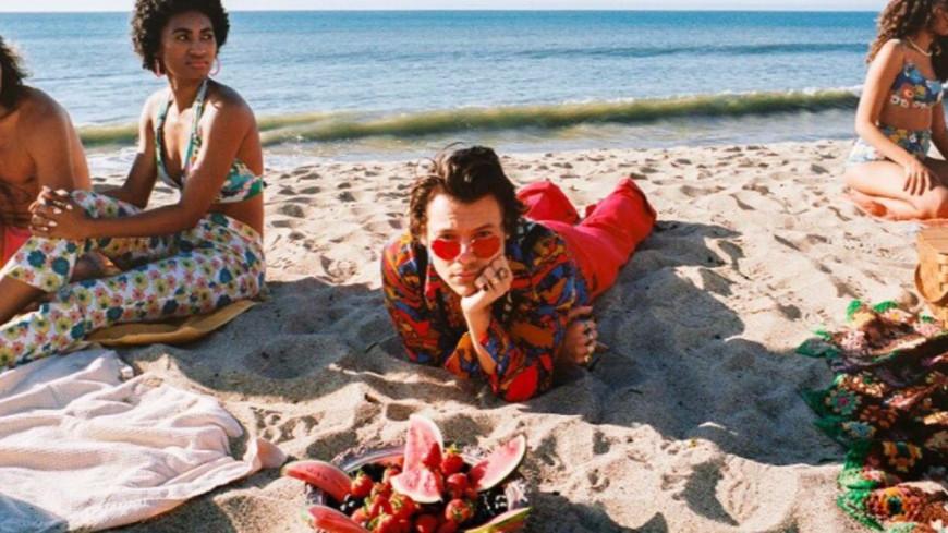 """Harry Styles partage le clip de """"Watermelon Sugar"""""""
