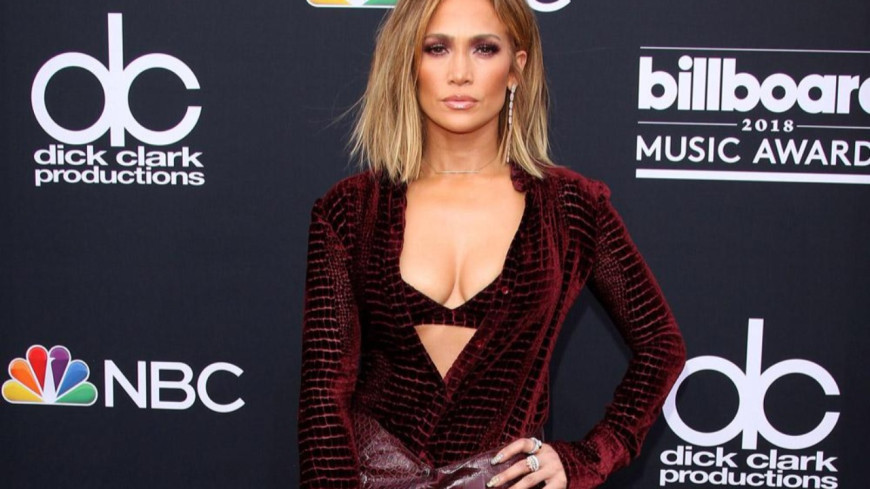 Jennifer Lopez poste des photos de son retour en studio