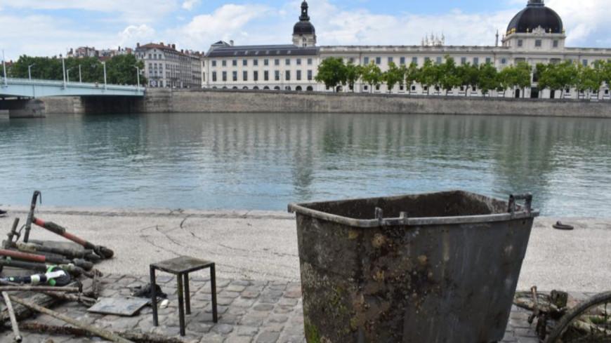 Des plongeurs ont repêchés plusieurs déchets dans le Rhône