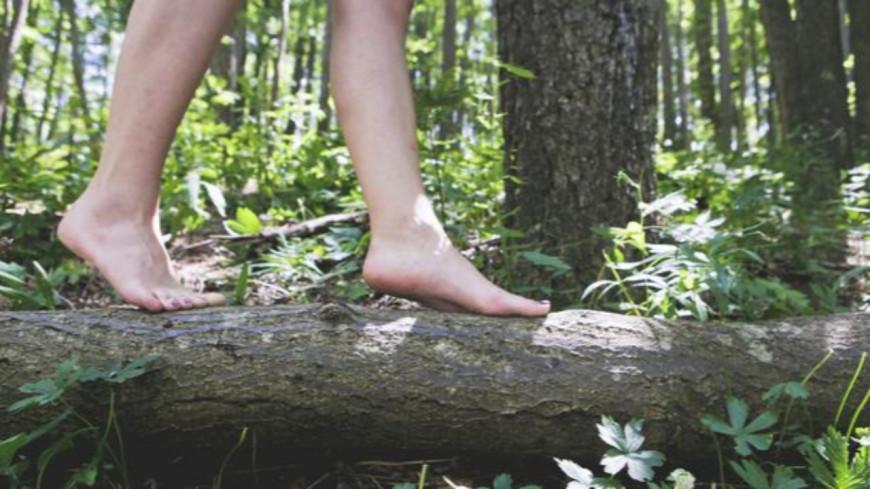 Découvrez pourquoi marcher pieds nus est bon pour la santé