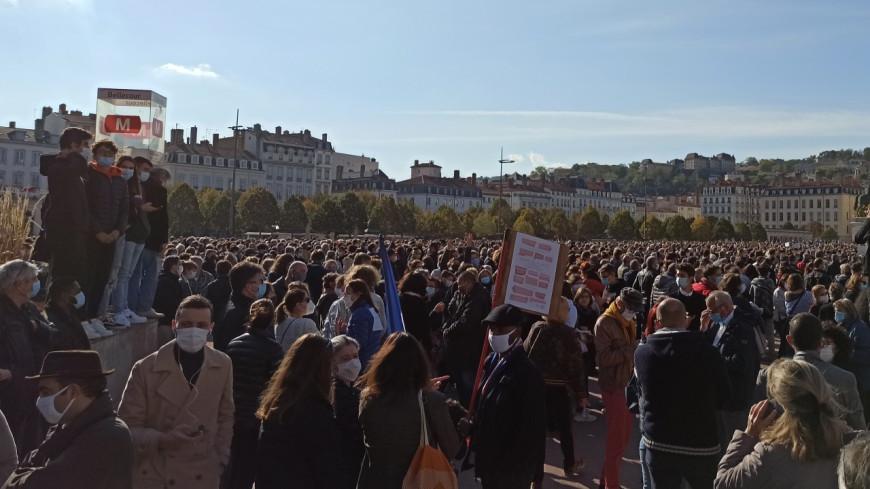 Lyon : plus de 12 000 personnes ont rendu hommage ce dimanche à Samuel Paty
