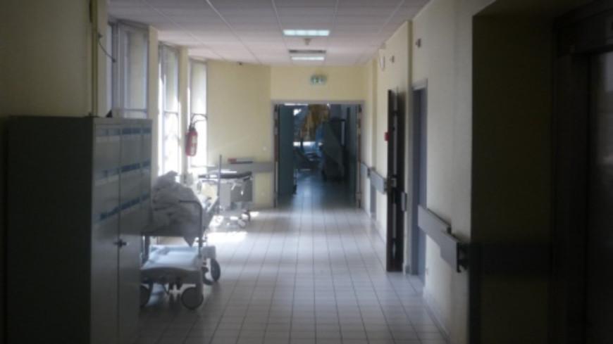 Lyon : interdiction des visites aux patients hospitalisés des HCL