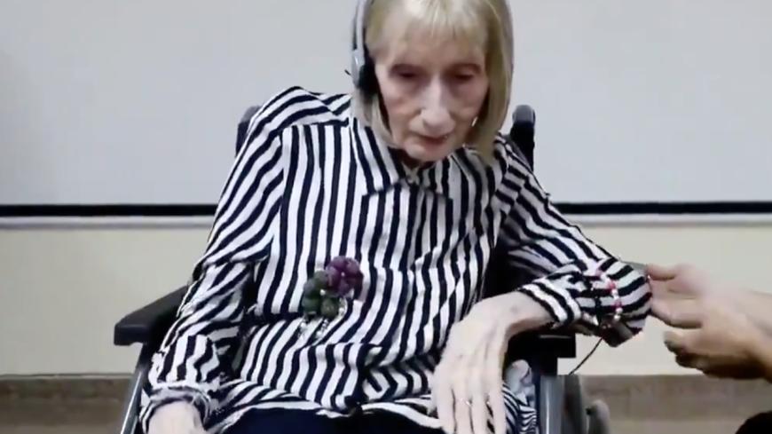 Une ex-ballerine atteinte d'Alzheimer se souvient d'une chorégraphie en écoutant la musique (vidéo)