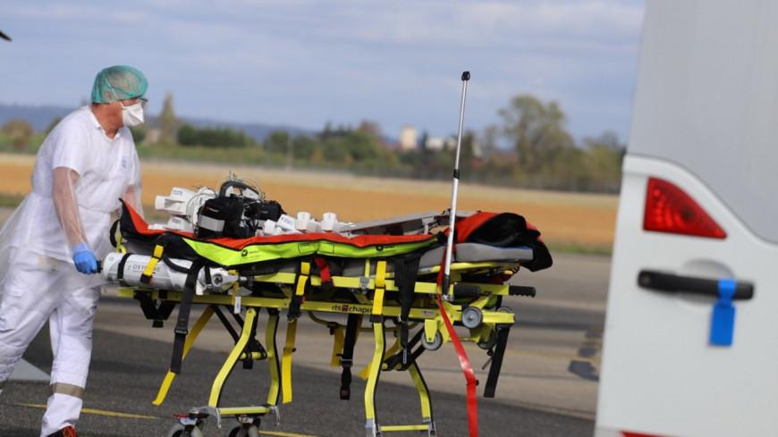 Covid-19 : quatre patients du Rhône transférés par avion militaire vers Paris