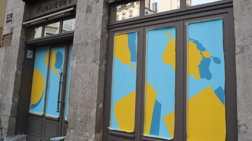 Lyon : des fresques sur des restaurants pour faire face à la crise du Covid-19