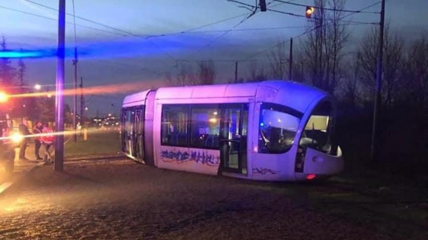 Quatre blessés légers après le déraillement d'une rame de tram près de Lyon
