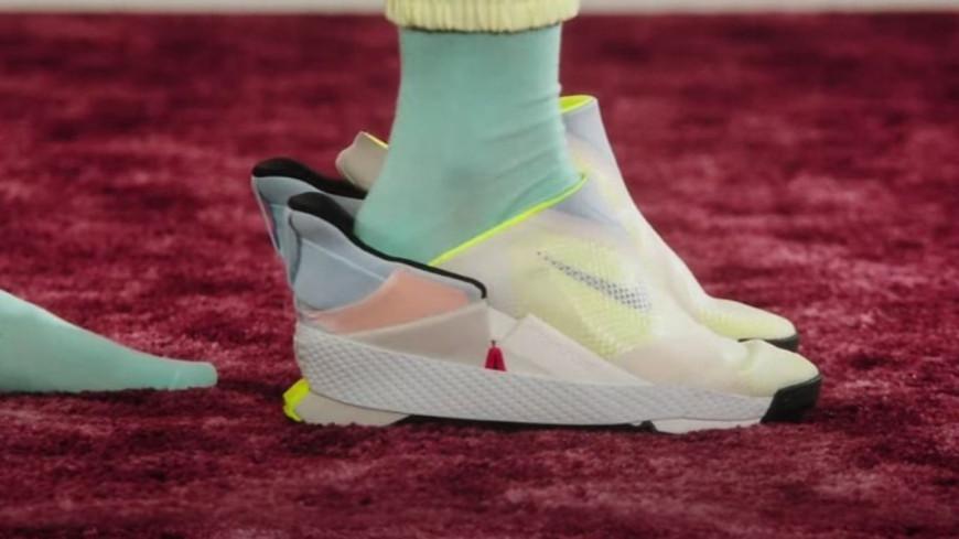 Nike innove avec des baskets enfilables sans les mains ! (vidéo)