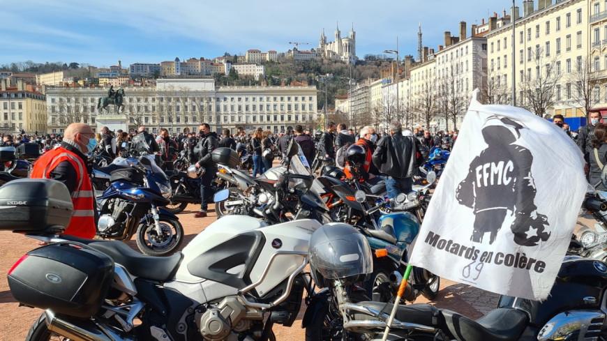 Lyon : 1000 motards ont manifesté pour demander la légalisation de la circulation inter-files