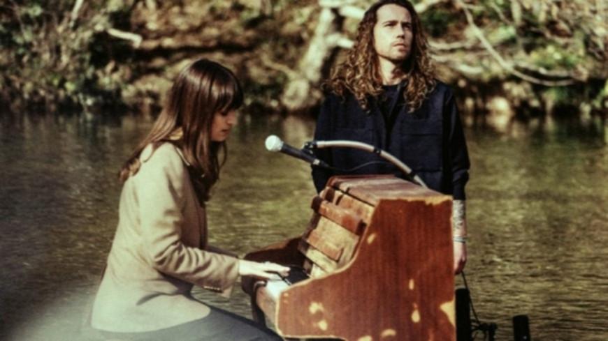 """Julien Doré et Clara Luciani partagent """"L'île au lendemain"""" en images (vidéo)"""