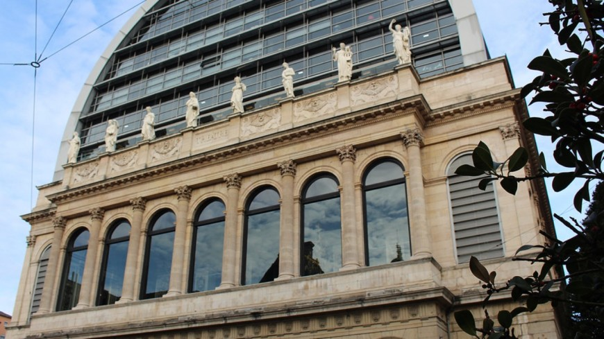 Covid-19 : l'Opéra de Lyon occupé par des manifestants
