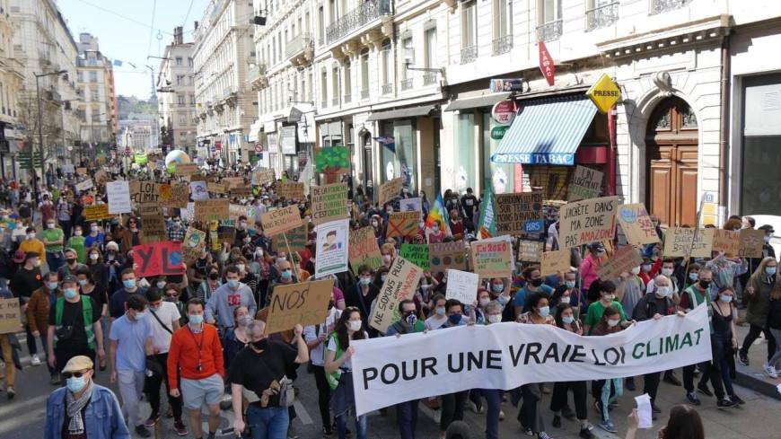 """Près de 4000 personnes dans les rues de Lyon ce dimanche pour """"une vraie loi climat"""""""