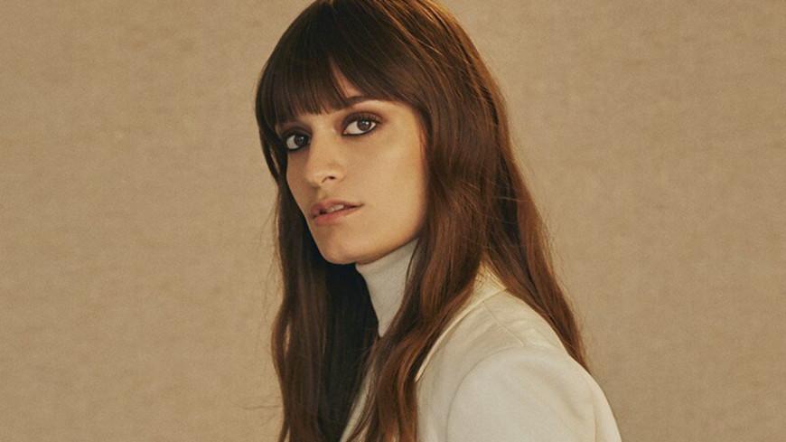 """Clara Luciani présente son nouveau single, """"Respire encore"""" (vidéo)"""