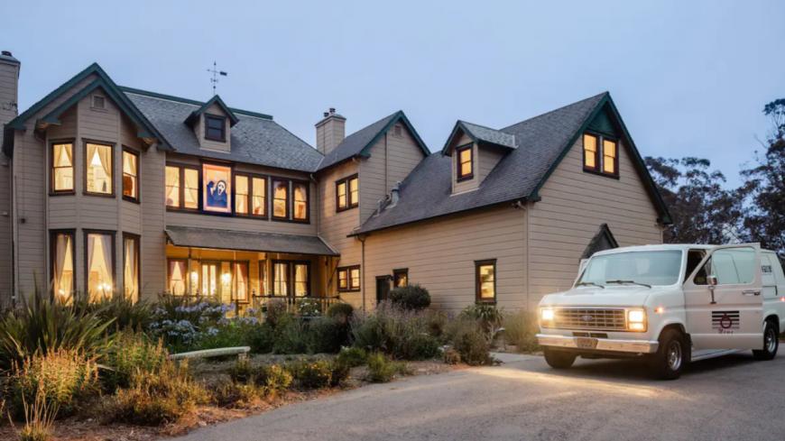 """Pour Halloween, Airbnb met en location la maison du film d'horreur """"Scream"""" ! (photos)"""