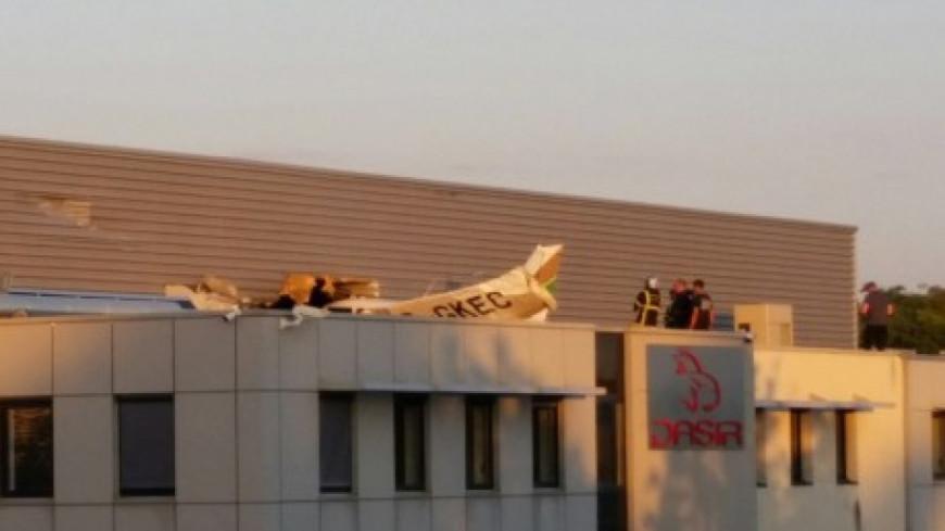 Décines : crash d'un avion sur un bâtiment