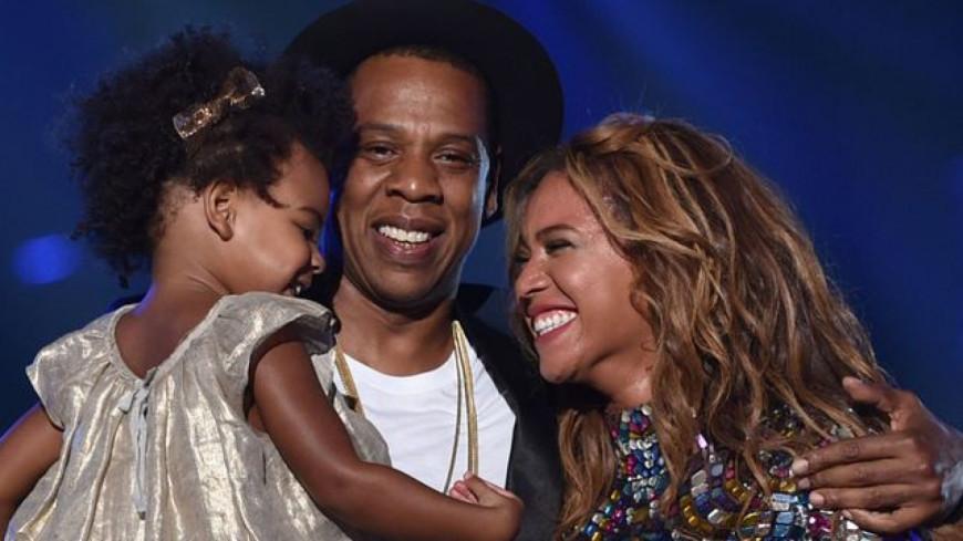 Beyoncé présente les jumeaux à ses fans et impressionne par sa ligne !