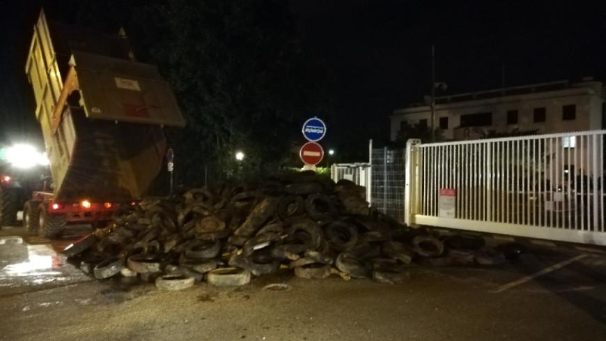 La raffinerie de Feyzin et le port Édouard-Herriot de Lyon bloqués par les agriculteurs