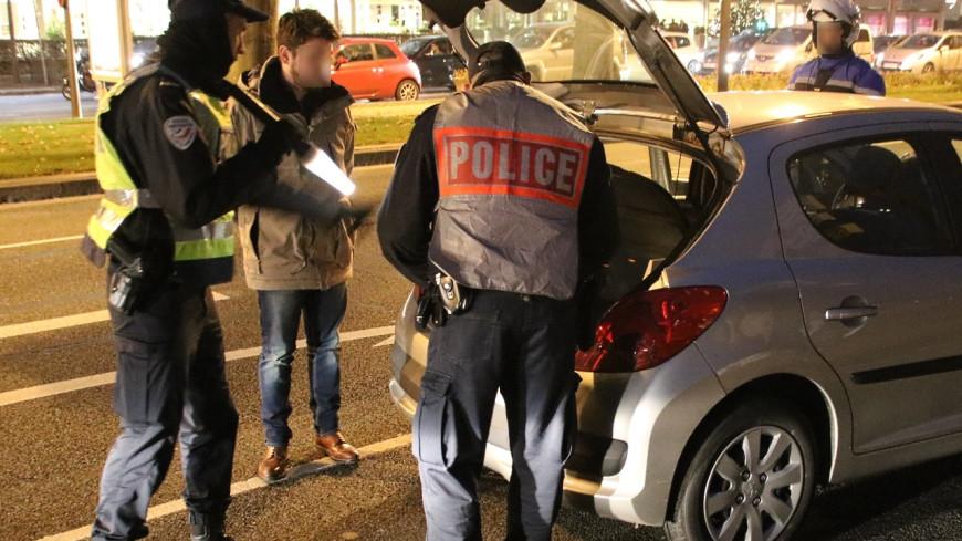 Un fonctionnaire blessé et deux véhicules de police accidentés : bilan d'une course-poursuite à Lyon