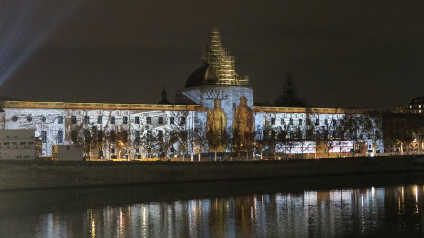 Déjà la Fête des Lumières sur la façade du Grand Hôtel Dieu de Lyon !