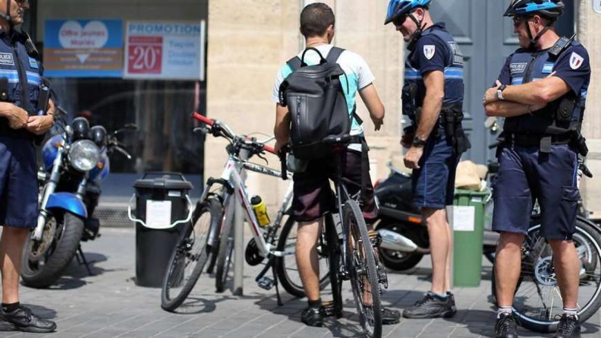 Lyon : Un cycliste aide la police à arrêter un voleur... mais se blesse.