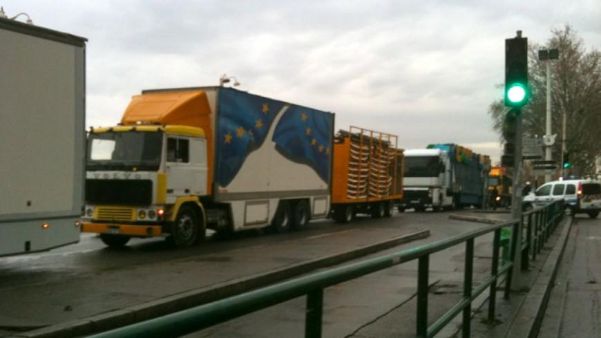 Opération escargot des forains au sud de Lyon