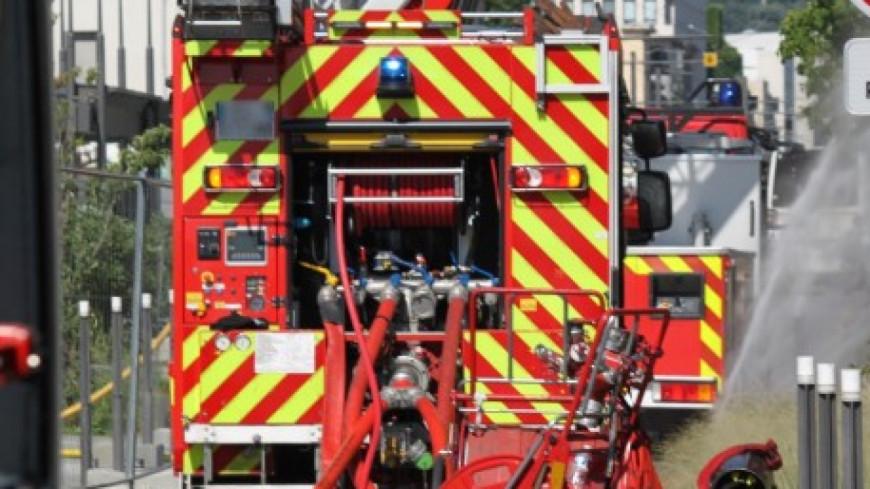 Rhône : important incendie dans un entrepôt
