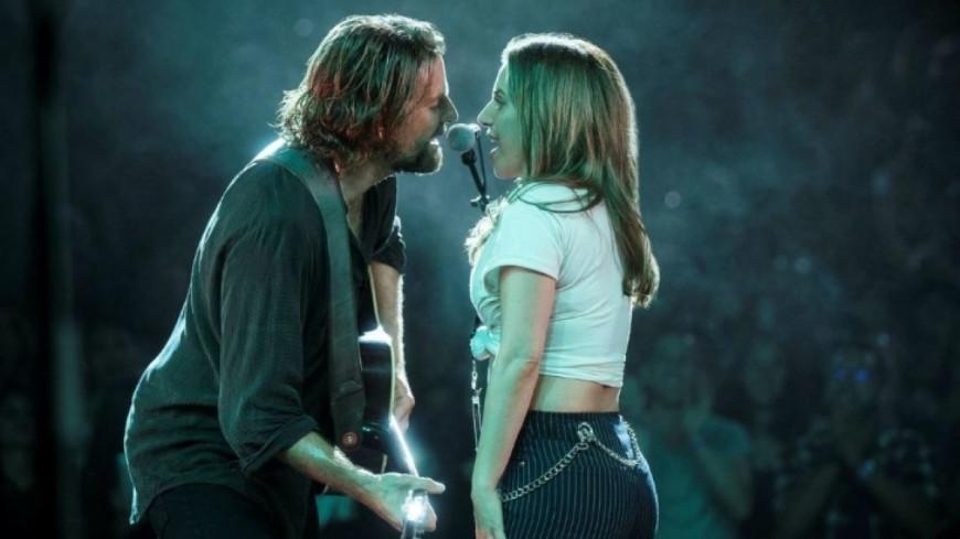"""Découvrez Lady Gaga et Bradley Cooper interpréter """"Shallow"""" en live !"""