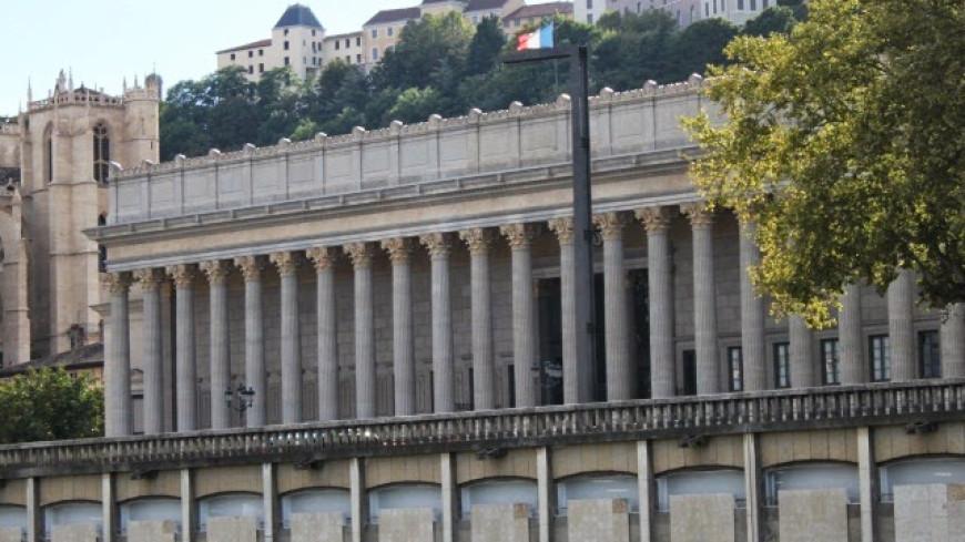 En plein procès à Lyon pour tentative d'assassinat, l'accusé quitte la cour d'Assises