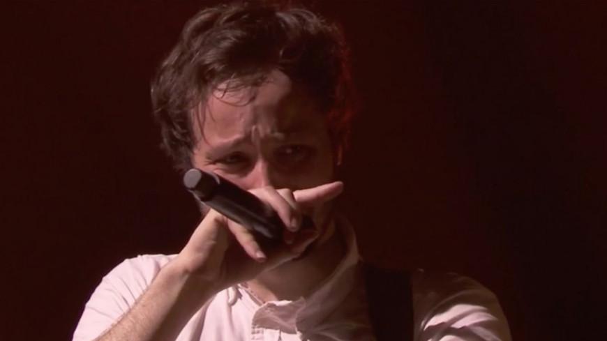 Vianney : il fond en larme en plein concert !