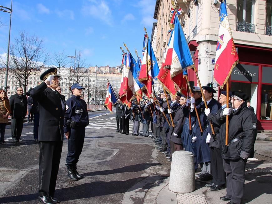Attentat sur les Champs-Elysées : un dépôt de gerbe et une minute de silence à Lyon
