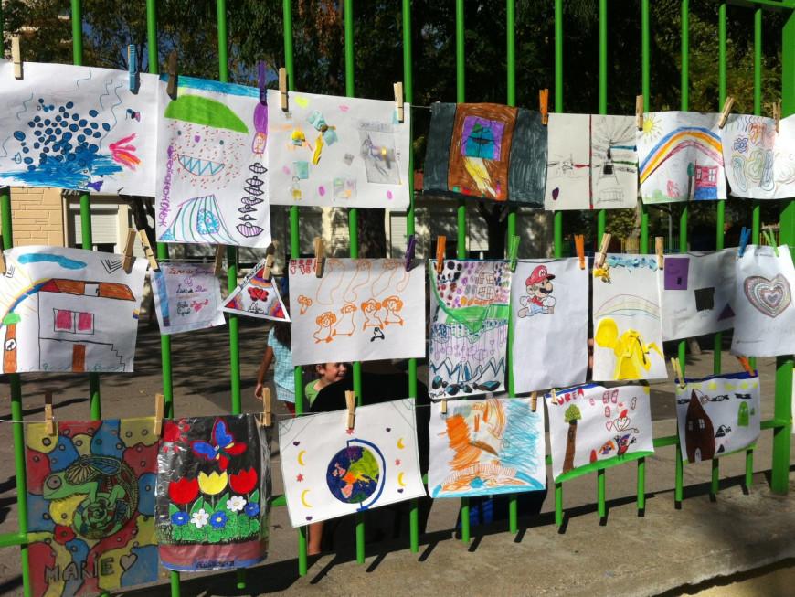 Plus de 100 lieux d'étendages collectifs pour les 10 ans de la Grande Lessive à Lyon